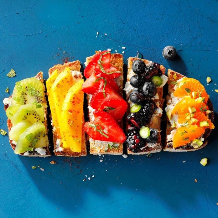 Rainbow-Fruit-Toast_EXPS_JMZ18_224564_D03_15_3b-696x696